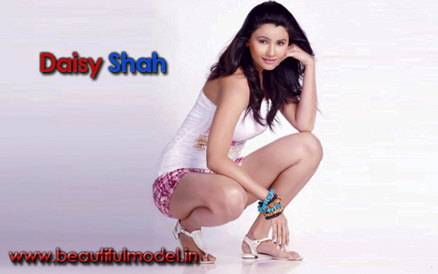 Daisy Shah Measurements Height Weight Bra Size Age Boyfriends
